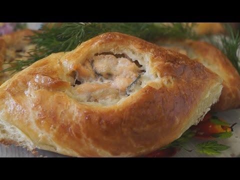 Слоеный пирог с рисом и рыбой
