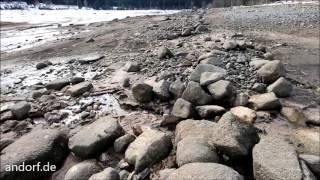 Schluchsee mit sehr niedrigem Wasserstand