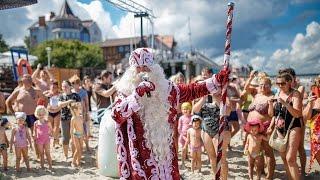 Дед Мороз и лето - Новый Год на пляже(Дед Мороз спутал 31 декабря с 31 июля и приехал на побережье Балтийского моря, захватив море подарков и снежну..., 2016-08-10T13:11:57.000Z)