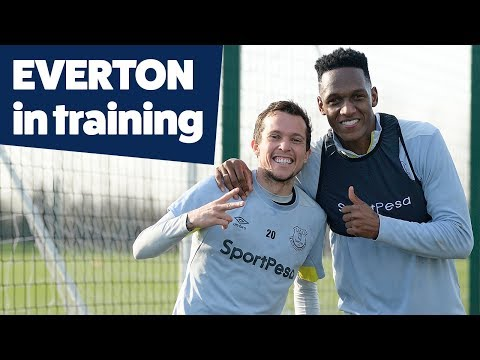 STUNNING PICKFORD SAVE + DIGNE FREESTYLE! | EVERTON IN TRAINING
