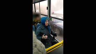 Бабушка поет в автобусе. Череповец.