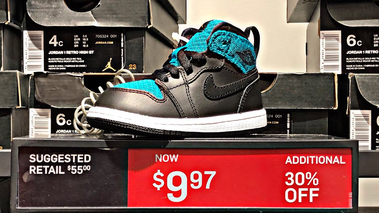 c2a9cc966865ef Going out of business prices at the Nike Outlet Store - YouTube