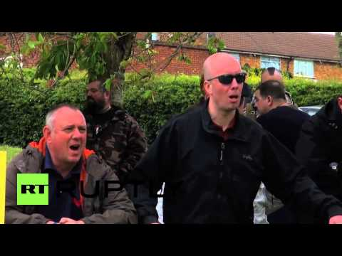 England: BNP anti-mosque rally faces off against anti-fascists