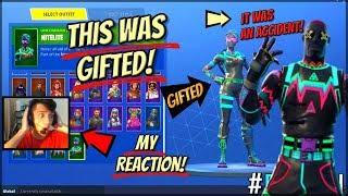 ITS OUT!! How Im Gifting The NiteLite And LiteShow Skins On Fortnite (Fortnite Gifting System)