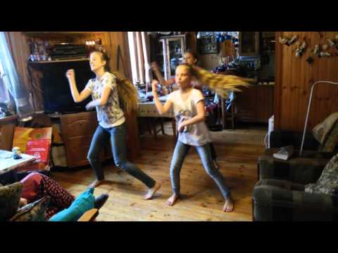 Танец на даче в подарок бабушке на день рождения - Лучшие видео поздравления в ютубе (в высоком качестве)!