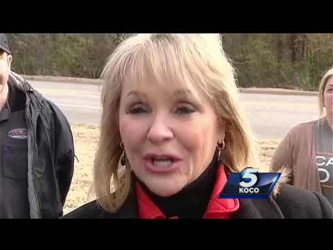 Gov. Mary Fallin rides in tank, shoots gun at grand opening of Wilshire Guns