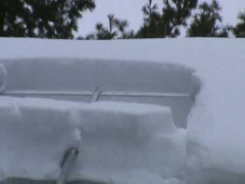 Removing Snow With The Minnsnowta Roof Razor 174 Youtube