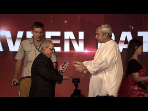 Odisha Chief Minister Shri Naveen Patnaik received Best Administrator Award at Outlook Speakout