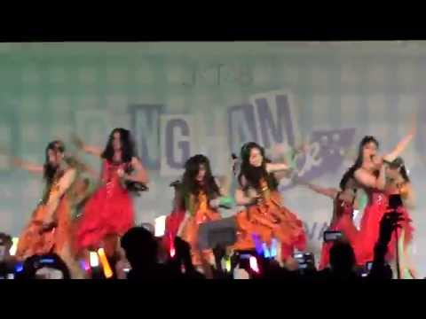 [FANCAM] JKT48 - Utsukushii Inazuma  at Gingham Check HS Festival 141004