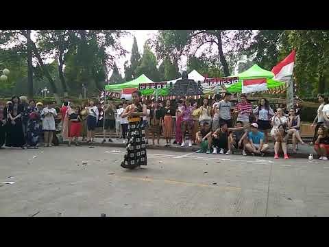 Performing Bali Dance at Anhui Normal University International Cultures Festival