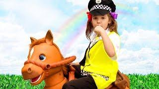 Полицейская Катя помогает папе продавцу мороженого