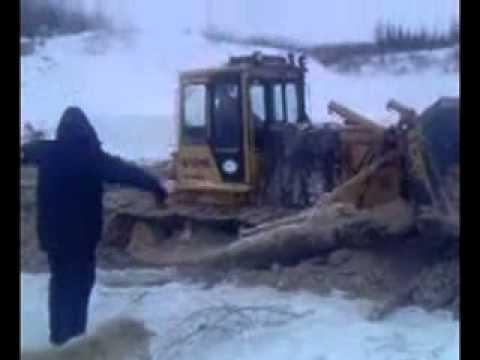 Водитель провалился под лёд на Бульдозере и утонул.