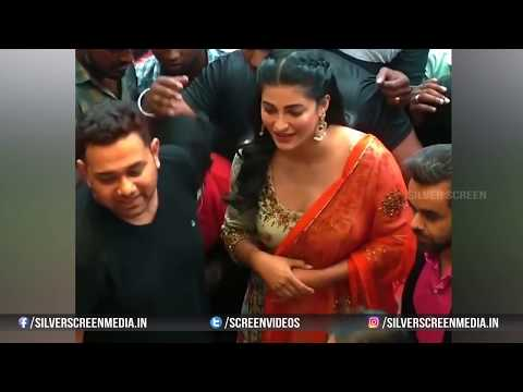 Shruthi Hassan Dress Slips In Public | Shruti Haasan Adjusting her Dress thumbnail