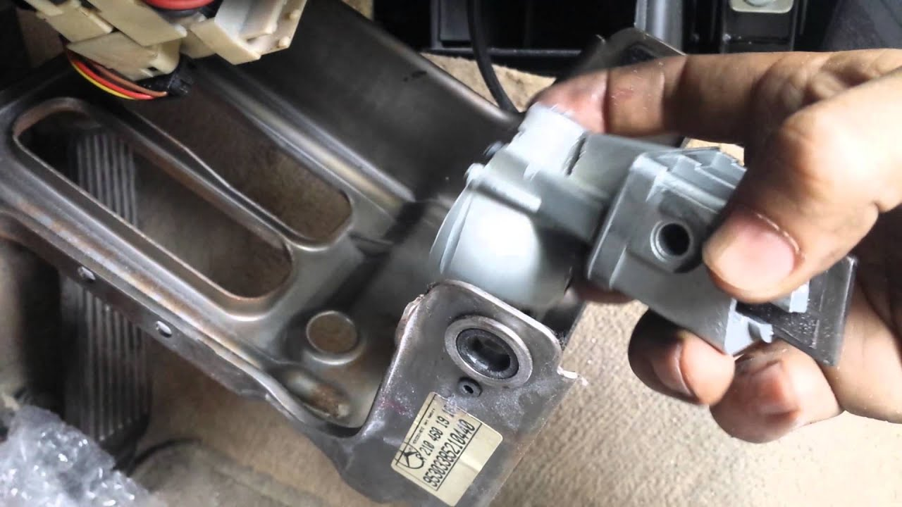 Mercedes w210 steering lock problem youtube for Steering wheel lock mercedes benz