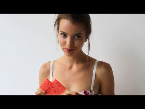 """Mandragora's """"the girl with fruits"""" 