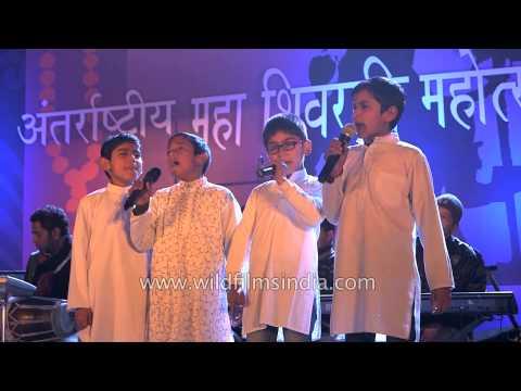 """Children singing """" Tu maaney ya na maane dil dara """""""