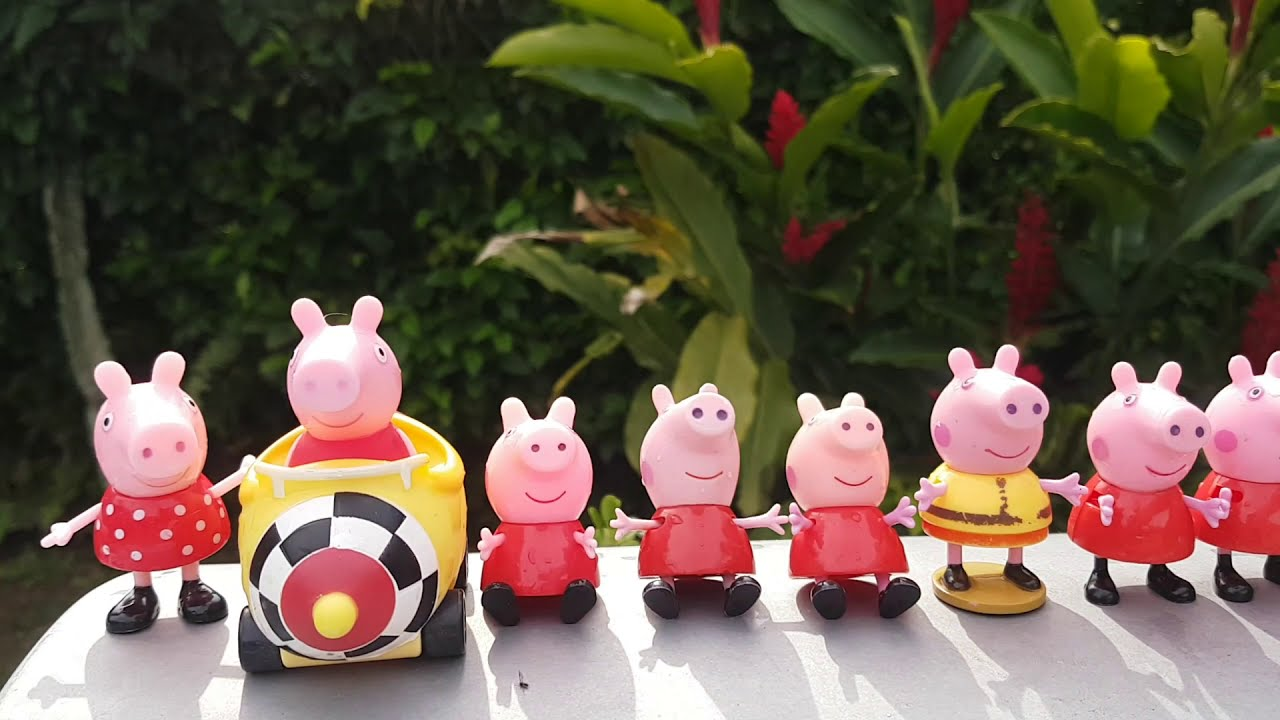 JOGANDO 10 PEPPAS PIG DIFERENTES DENTRO DA PISCINA / PLAYING 10 DIFFERENT PEPPA INSIDE SWIMMINGPOOL
