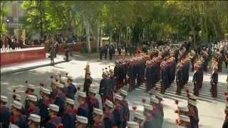 Sus Majestades los Reyes presiden el desfile de la Fiesta Nacional de España