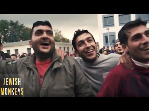 Jewish Monkeys Performing for Refugees, Dresden 2015