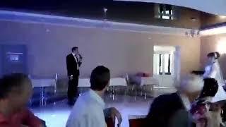 Муж поздравил жену на свадьбе