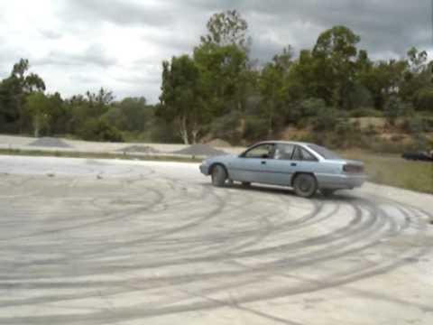 Widebody Drift Car Wallpaper Holden Commodore Drifting Skids Burnout Youtube