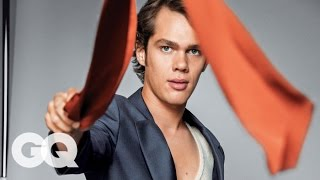 ellar coltrane shows off his best dance moves gq 2014 men of the year