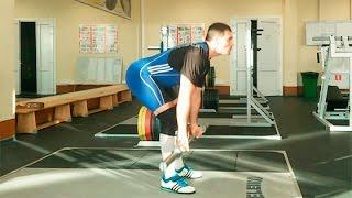 видео Тяга штанги в наклоне >> техника выполнения тяги штанги в наклоне