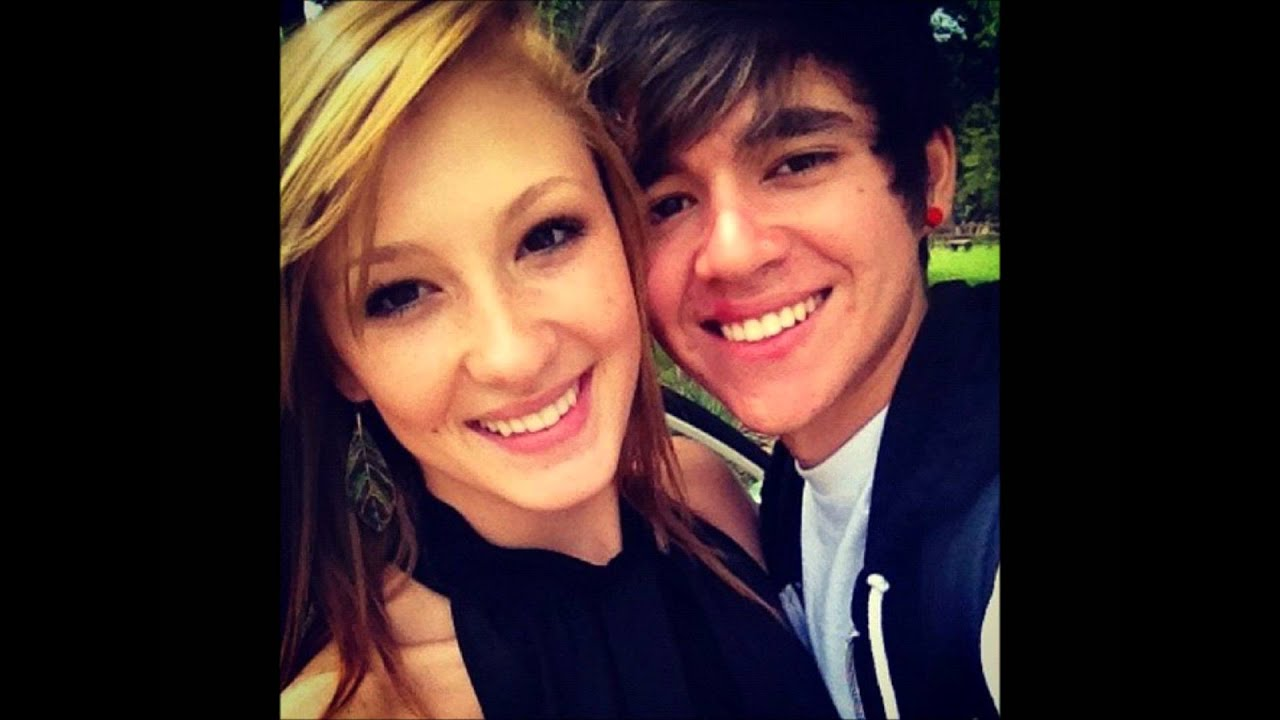 how long have alex constancio and sarah wright been dating