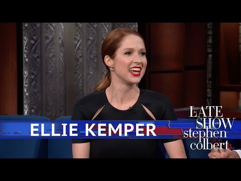 Ellie Kemper Doesn't Know How To Hold Dogs