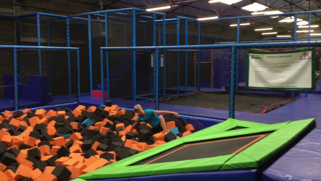 air jump trampoline park poitiers youtube. Black Bedroom Furniture Sets. Home Design Ideas