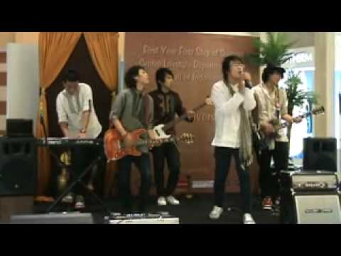 BLUESHINE Perform at Centro  -  LELAH (Manusia Munafik)