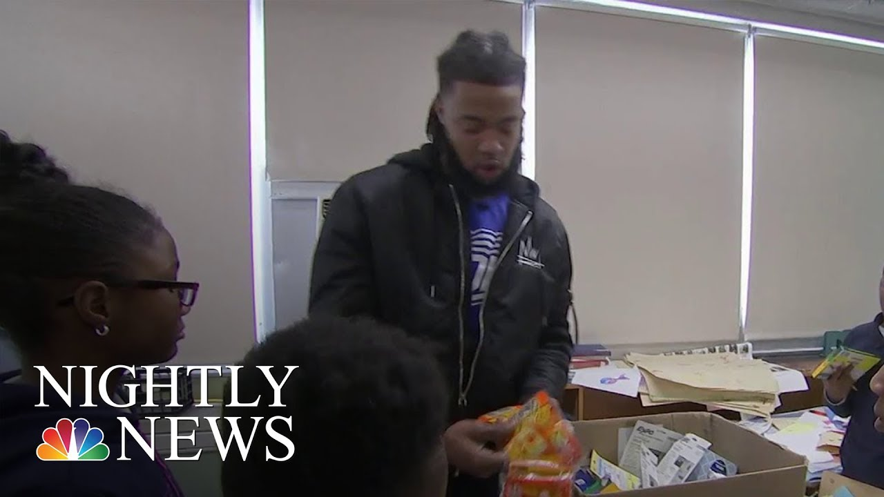 nfl-player-turned-teacher-aaron-maybin-helps-students-during-baltimore-winter-nbc-nightly-news