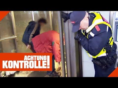 Würgereiz bei Sicherheitsleuten: Obdachlose nutzen Aufzug als Umkleidekabine!   Achtung Kontrolle