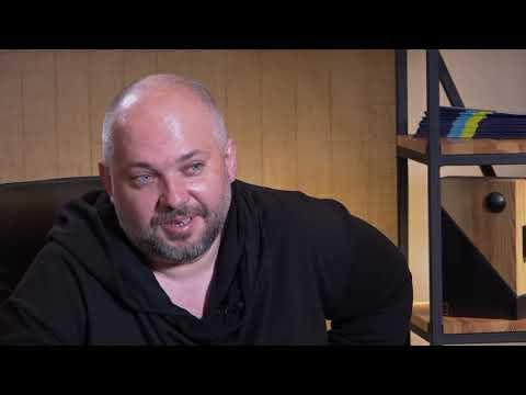 Укрінформ: Максим Голенко: У п'єс, пов'язаних з політикою і сатирою, життя недовге, але цікаве!