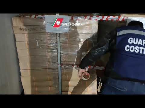 Guardia Costiera   Video sequestro 7 tonnellate di prodotto scaduto   sgombri   Bari San Giorgio