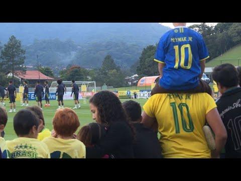 Neymar treina com filho