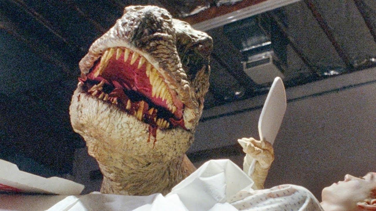 男子大脑被移植到恐龙体内,举起镜子一看,被镜中的自己吓傻!