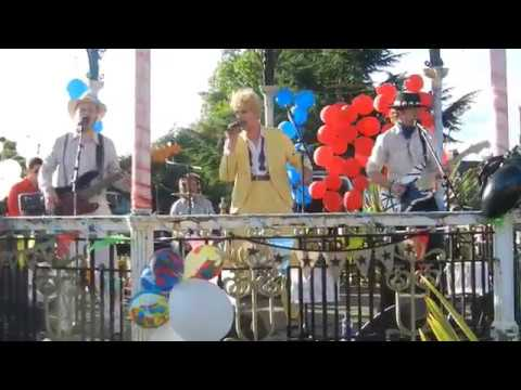 Modern Love David Bowie cover by David Live. Bandstand Festival 2017.