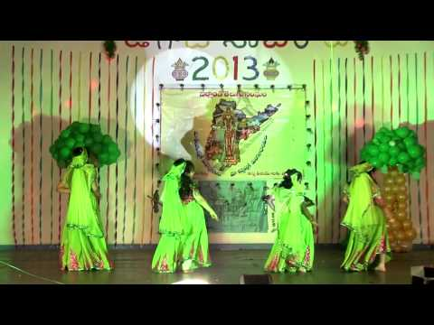 Rasajna, Harini, Sarayu, Uma, Aarati performing Dol Dol Dol Bhaje....