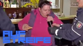 Falschgeld in der Pizzeria: Hartz4-Empfängerin rastet aus! | Auf Streife | SAT.1 TV