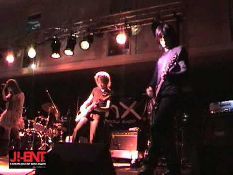 Olivia inspi' Reira (Trapnest) - Little Pain (Live)
