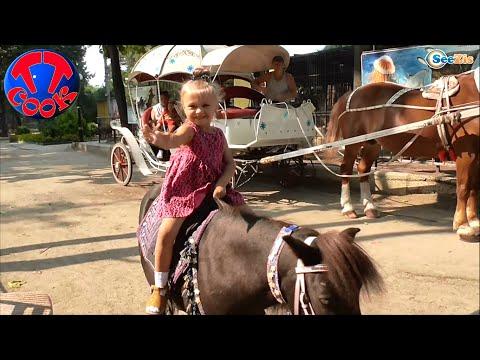 Доктор Плюшева и Ярослава катаются на Пони в Зоопарке. Видео для детей. Doc Mcstuffins In the Zoo