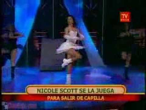 Nicole Scott - Las Campanas Del Amor (Rojo Chile)