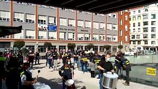 Concentración ruidosa de trabajadores de tubacex contra los 150 despidos anunciados