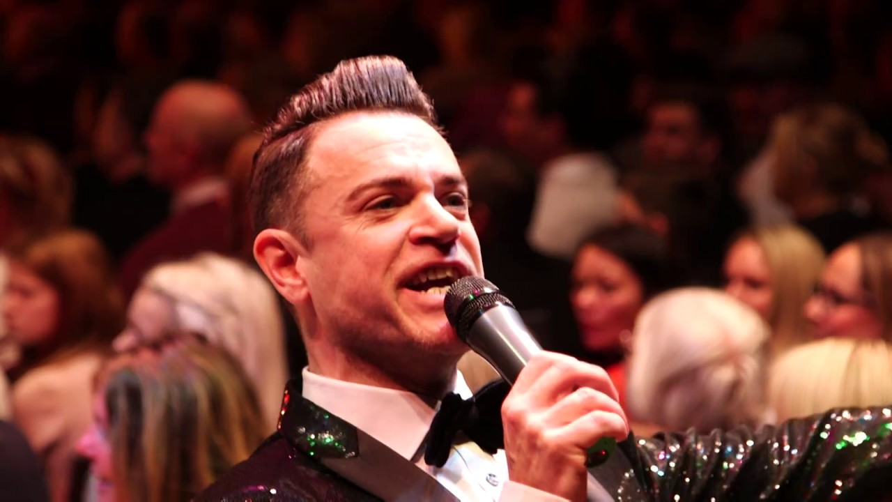 Scott Borley as Maximum Robbie Williams - SEEA 2018