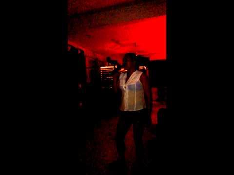 Norma en el karaoke