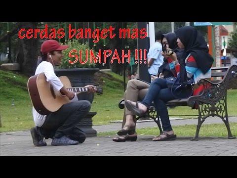 GUITARPRANK !!! YANG PENTING SOMBONG!! Pengamen Main Gitar Di Depan Cewek! PrankZizz Prank Indonesia