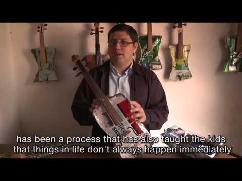 Уникальный детский оркестр с инструментами из мусора