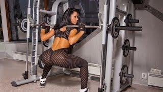 Фитоняшки занимаются в спорт зале | Фитнес мотивация