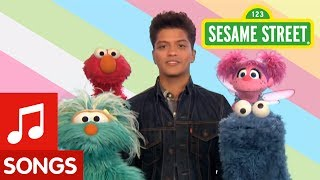 Repeat youtube video Sesame Street: Bruno Mars: Don't Give Up